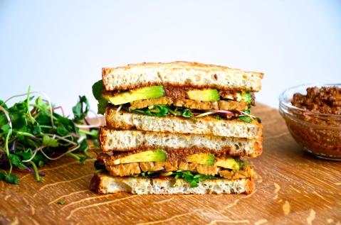 Smokey tempeh sandwich